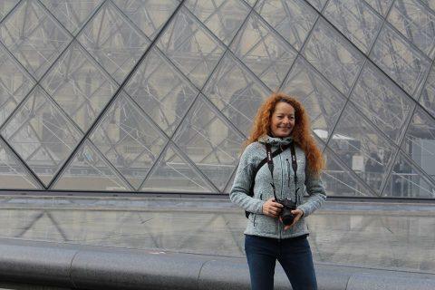 Karen Schumacker er cand. mag. i fransk og idræt. Karen underviser i fransk på Vestfyns Gymnasium på Fyn og har tidligere undervist på bl.a. Ordrup Gymnasium. Karen elsker at rejse rundt i autocamperen i Frankrig med sin mand og er storleverandør af billeder og videoer til Franskportal.dk.